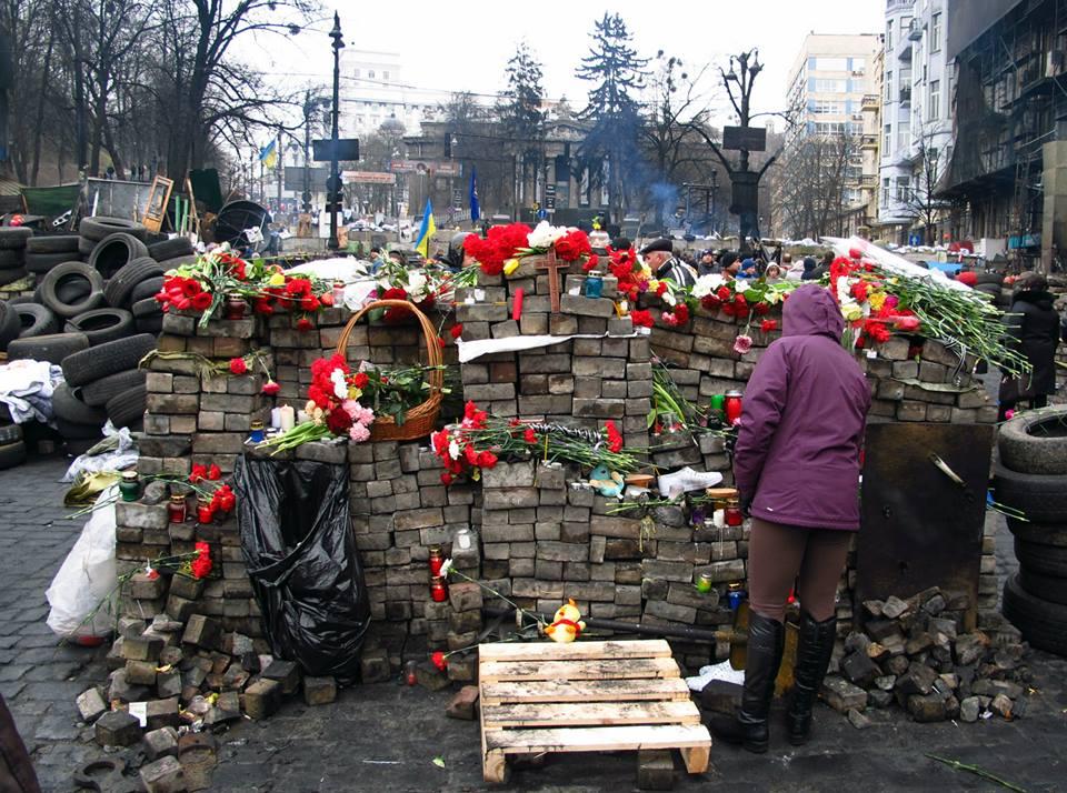 Barikados fragmentai Hruševskio gatvėje - vienoje iš daugelio atminties vietų Kijevo centre. 2014 m. vasario 23 d. (Alos Marčenko nuotrauka)