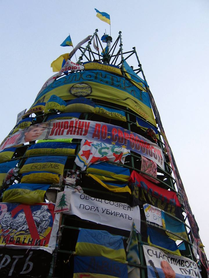 Naujas Euromaidano eglės kailis (Alos Marčenko nuotrauka)